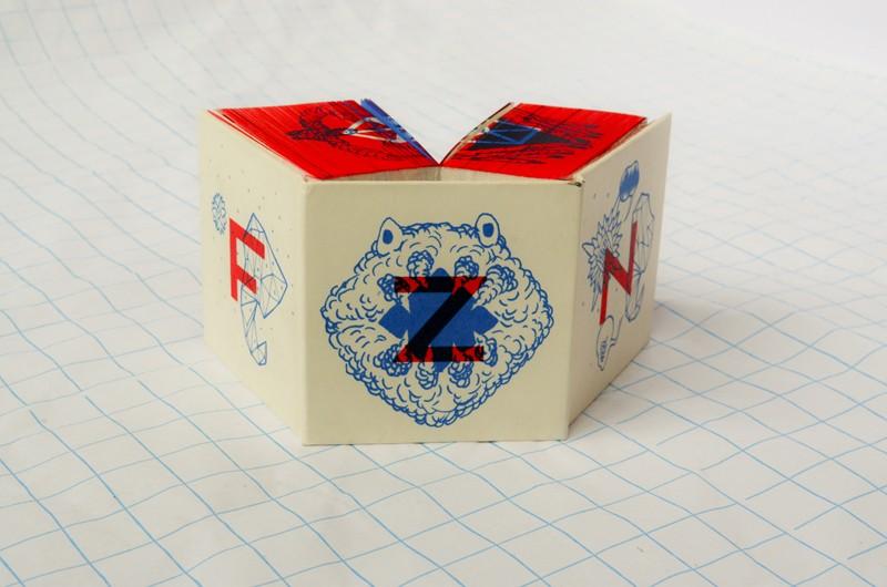 La dernière création du collectif, un fanzine en forme de cube sera en vente en librairie dès juin 2013